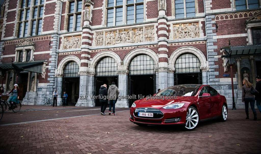Model S at Rijksmuseum in Amsterdam.  Source: http://facebook.com/teslamotors, © Aussender (02.11.2014)