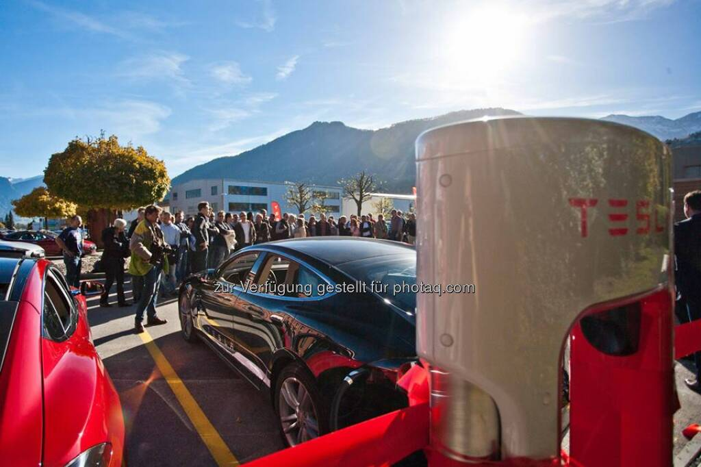 Switzerland now has 4 Superchargers. Last weekend we officially opened the Supercharger in Beckenried and Maienfeld.  Source: http://facebook.com/teslamotors, © Aussender (04.11.2014)