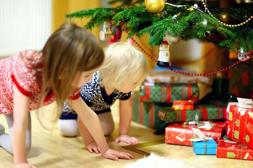 Weihnachten, Geschenke, Bescherung, Kinder, http://www.shutterstock.com/de/pic-211839097/stock-photo-two-adorable-little-sisters-looking-for-gifts-under-a-christmas-tree-on-christmas-eve-at-home.html, © www.shutterstock.com (05.11.2014)