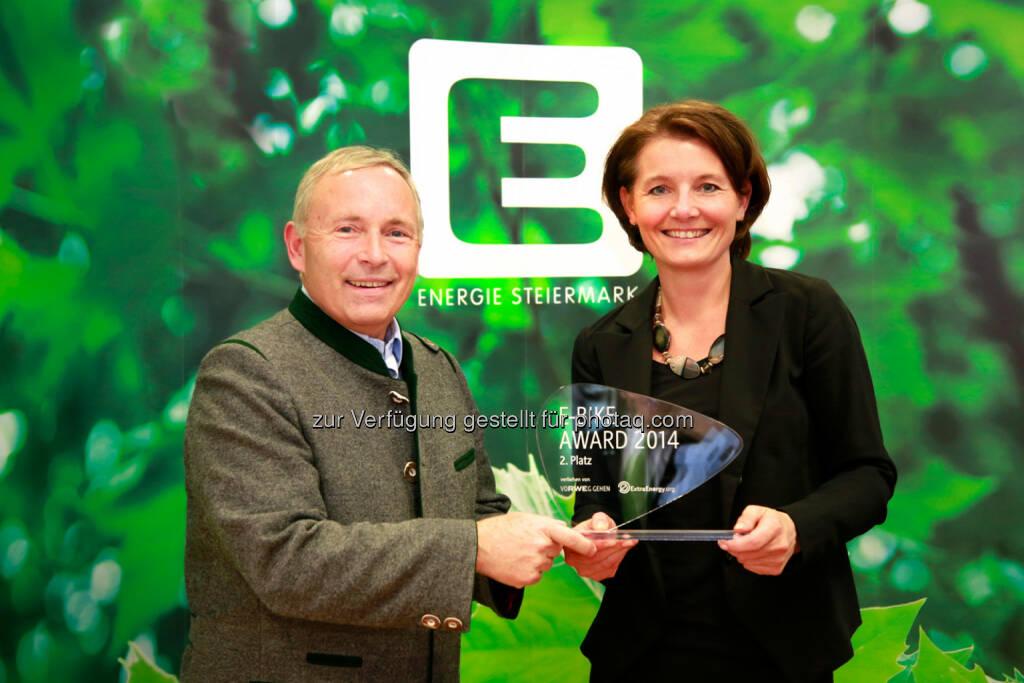 Vorstandssprecher Christian Purrer und GF Gundel Perschler: Energie Steiermark AG: E-Bike Award 2014 in Köln: Internationale Auszeichnung für Energie Steiermark. 2. Platz für Projekt Mit dem E-Bike zur S-Bahn, © Aussendung (05.11.2014)