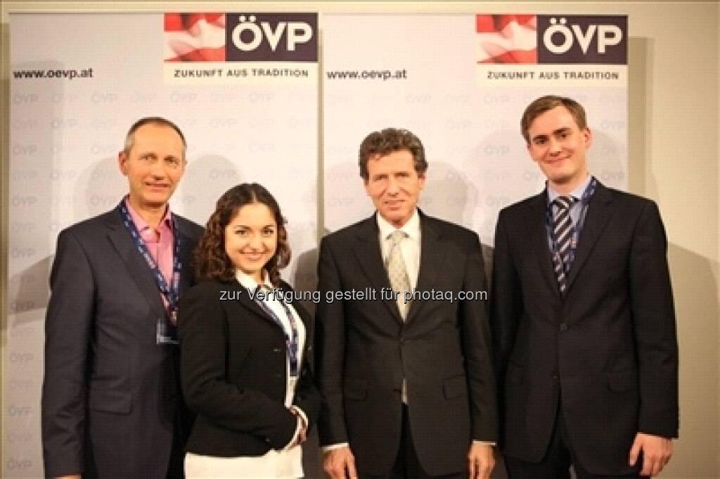 F.A.N.-Treff mit BM Karlheinz Töchterle - der Wissenschaftsminister beim Fragen.Antworten.Netzwerk-Treffen in der ÖVP Bundespartei (c) ÖVP  (03.02.2013)