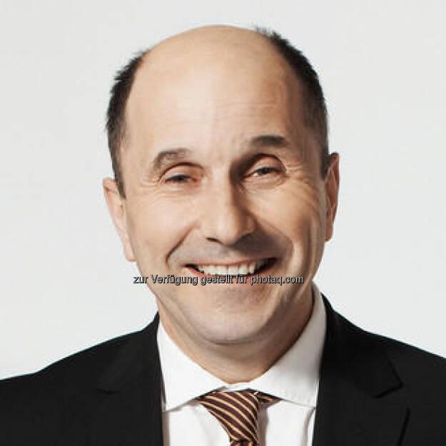 CEO Peter Untersperger feiert heute mit Lenzing 10.000 Tage Börsenotiz! Sein Statement dazu siehe http://www.christian-drastil.com/2013/02/04/heute-10-000-tage-lenzing-an-der-wiener-borse-teil-2-das-ceo-statement/ , die Performance-Fakten dazu siehe http://www.christian-drastil.com/2013/02/04/heute-10-000-tage-lenzing-an-der-wiener-borse-teil-1-die-facts/ (04.02.2013)