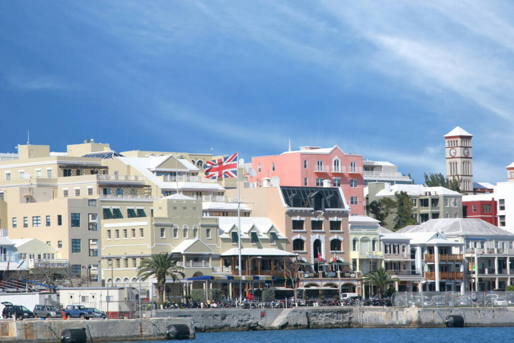 Bermudas, Hamilton, http://www.shutterstock.com/de/pic-17077726/stock-photo-a-view-of-the-busy-waterfront-of-downtown-hamilton-bermuda.html, © (www.shutterstock.com) (12.11.2014)