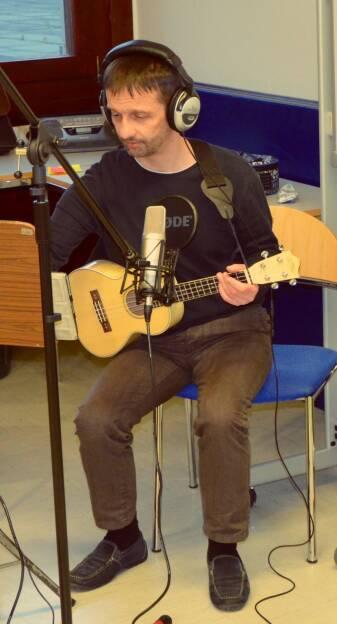 Wolfgang Fuchsbichler (Dozent für Gitarre am Vienna Konservatorium), Part of the ELI Projekt, siehe (und höre) zb. https://www.youtube.com/watch?v=kaXS_gmWiZI  , © Aussender (13.11.2014)