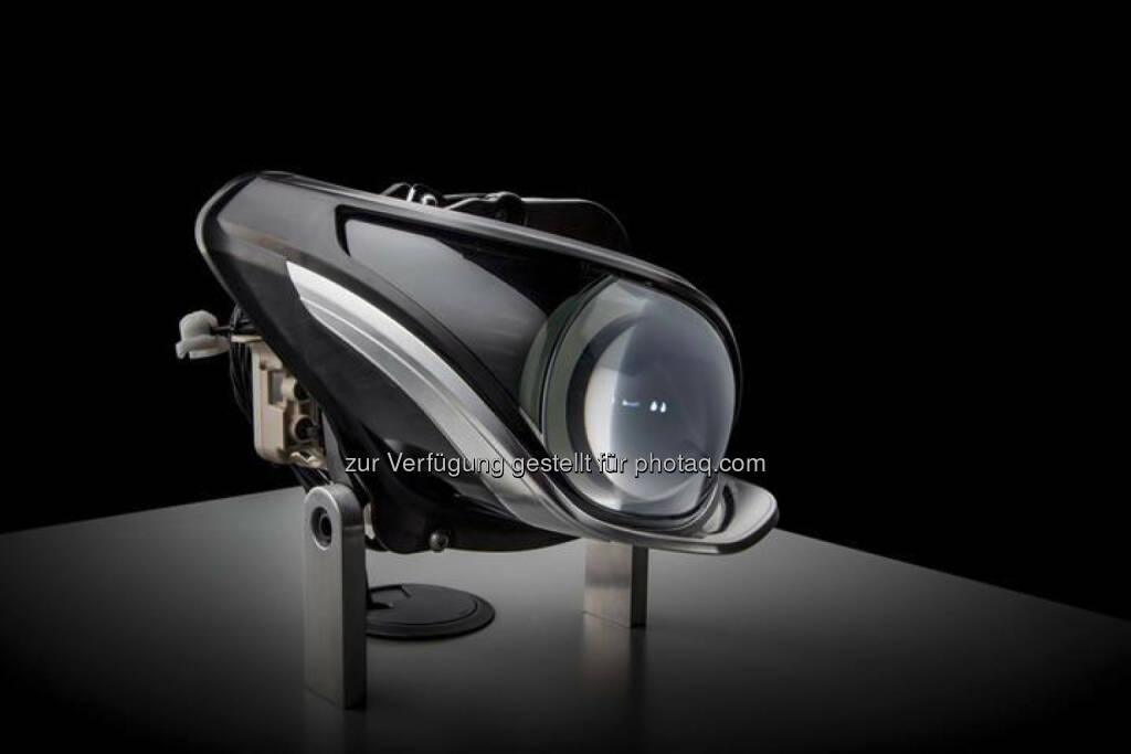 Daimler AG: Mercedes-Benz Multibeam LED-Scheinwerfer mit einer Raster-Lichtquelle mit 84 LED. Ermöglicht eine noch höhere Auflösung des Lichtbilds. Statt der 24 LED des Raster-Fernlichtmoduls im CLS-Scheinwerfer, sorgen schon bald 84 LED pro Scheinwerfer für eine noch bessere Lichtqualität und noch mehr Sicherheit bei Nacht. , © Aussendung (13.11.2014)