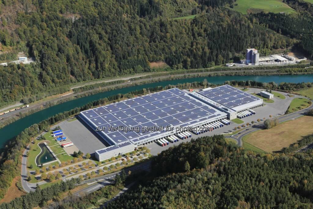 Hofer KG: Österreichs größtes Photovoltaik-Projekt auf dem Dach der Hofer-Zweigniederlassung in Kärnten geht ans Netz, © Aussendung (17.11.2014)