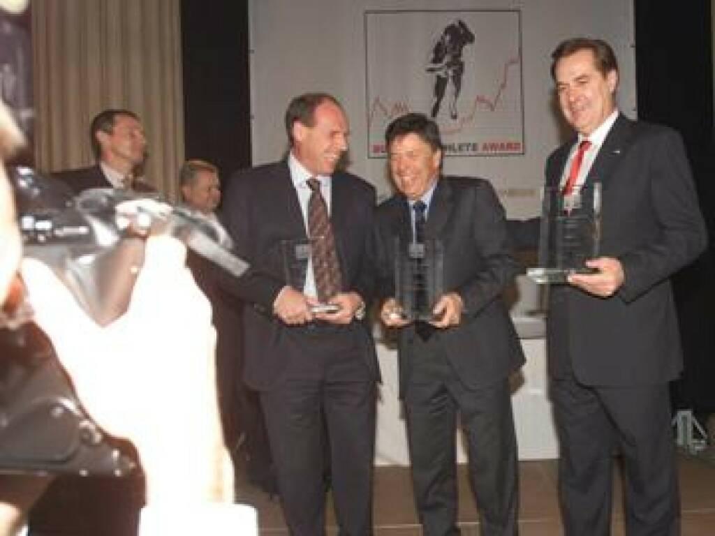 Die grossen Drei im Jahr 1 des Business Athlete Award im Blitzlichtgewitter: (v.li.) Harti Weirather, Peter Schröcksnadel und Rudi Roth (17.11.2014)
