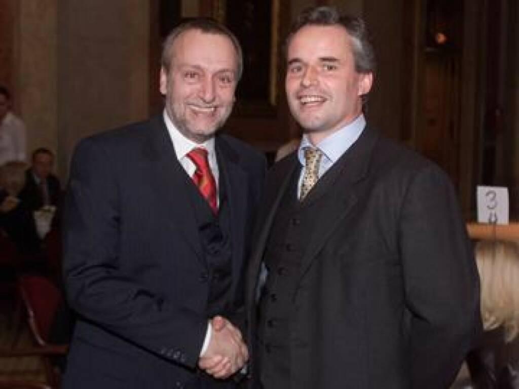 Handshake: Hauptsponsor Rudolf Fischer und ETM-Chef Axel Mader, einer der beiden Award-Iniatoren (17.11.2014)