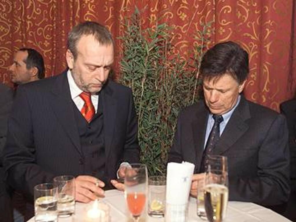 Rudolf Fischer und Peter Schröcksnadel mobil. Oder wollen die beiden nicht doch besser vom Festnetz sms-en? (17.11.2014)