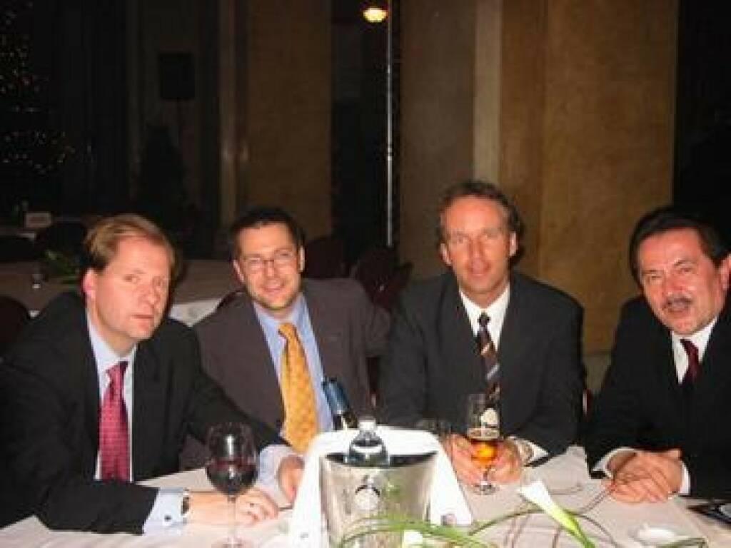 Jon Martinsen (Herold, u.a. auch Hauptsponsor von Admira Mödling) mit dem WirtschaftsBlatt-Trio Hans Pleininger, Christian Drastil und Peter Muzik (17.11.2014)