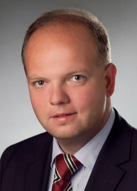 """Valartis Bank (Austria) ernennt Lukas Stipkovich (48) zum Head of Portfolio Management (Leiter der Vermögensverwaltung). Zuletzt baute Stipkovich als Senior Advisor das Corporate Finance Franchise für Kepler Cheuvreux in Österreich auf. """" Durch Lukas Stipkovich verstärken wir unser Führungsteam um einen anerkannten Experten, der erstklassige Kenntnisse und langjährige Erfahrung im Bereich der Vermögensverwaltung mitbringt"""", deponiert Monika Jung, CEO der Valartis Bank, die sich über den kompetenten Zugang freut.   Stipkovich startete seine Karriere bei der GiroCredit und Sparinvest und war im Laufe der Jahre u.a. als Director of Equity Research bei der UBS Warburg in London, als Leiter der Aktien Analyse bei der CAIB/Bank Austria und als Country Executive bei der ABN AMRO, später Royal Bank of Scotland tätig, wo er für die Leitung des RBS Relationship Management Teams in Wien zuständig war.   Die Valartis Bank, eine österreichische Vollbank, bietet Vermögensverwaltung und die gesamte Palette an maßgeschneiderten Private-Banking-Dienstleistungen für Privatpersonen, Stiftungen und institutionelle Anleger an. Die Bank verfügt über eine eigene KAG für Publikums- und Spezialfonds. Ziel ist stets, das Vermögen der Kunden für die Zukunft zu erhalten und zu vermehren und damit langfristige Kundenbeziehungen zu schaffen., © Aussender (18.11.2014)"""