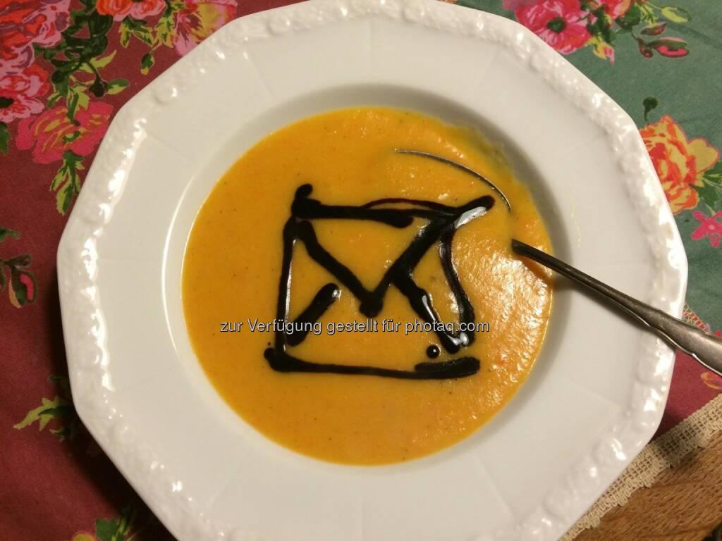 """Deutsche Post: Passend zum """"Tag der gelben Suppe"""" haben wir die Kochlöffel geschwungen. Jetzt lassen wir uns das Ergebnis schmecken. :-)  Source: http://facebook.com/deutschepost (19.11.2014)"""