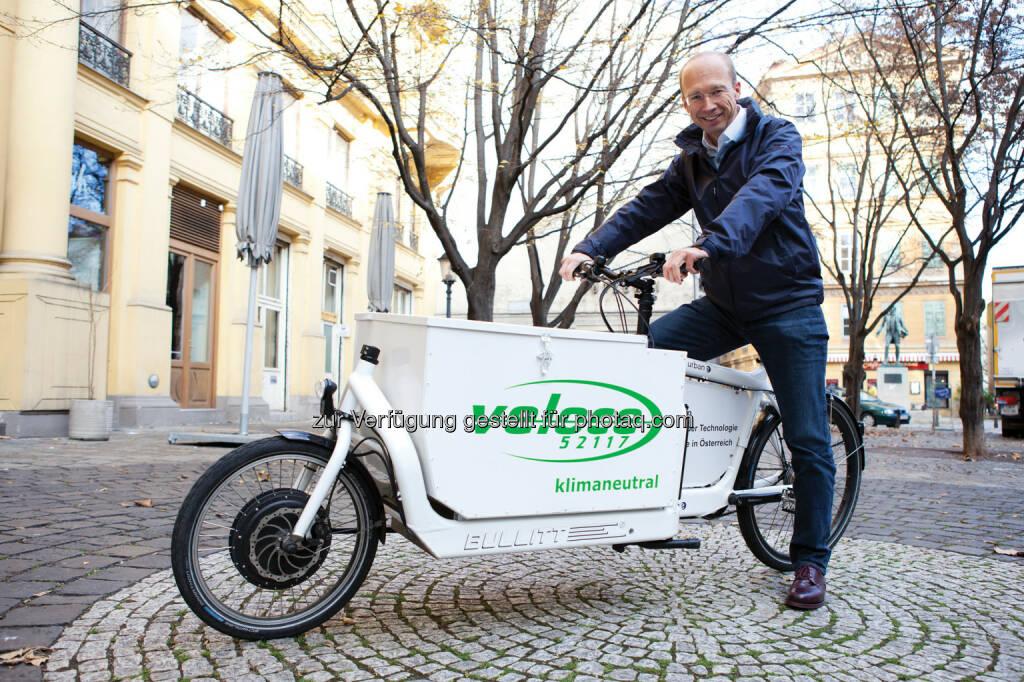 Paul Brandstätter, Geschäftsführer von Veloce am E-CargoBike: Veloce ventures GmbH: Veloce schickt E-CargoBikes ins Rennen, © Aussendung (20.11.2014)