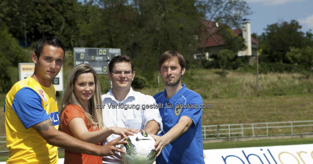 Gold (-Unterstützer) und Fussball: Markus Pink (Vienna), Nina Krist (philoro), Rene Brückler (philoro), Lorenz Kirchschlager (Vienna) (c) Nikolaus Ostermann  (06.02.2013)
