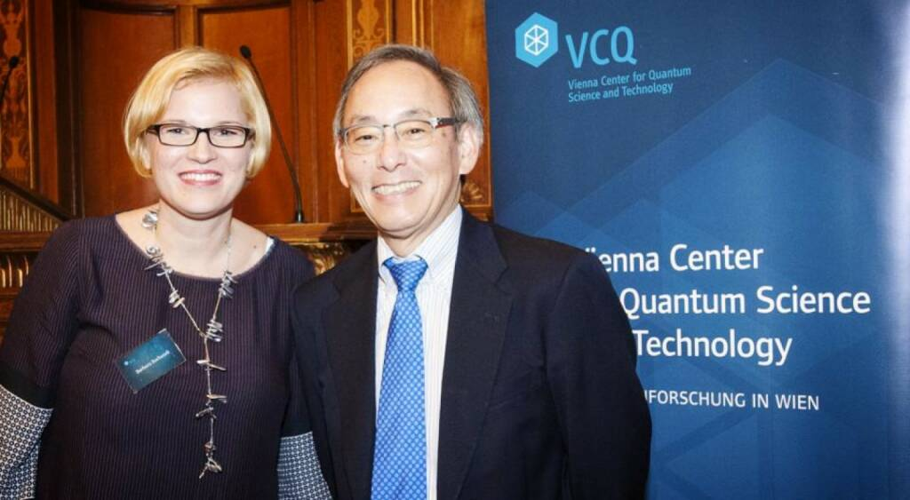 Barbara Suchanek (Vienna Center for Quantum Science and Technology) begrüsst Steven Chu (ehem. Energieminister USA und Physik Nobelpreisträger 1997) in Wien © J. Godany, © Aussender (22.11.2014)