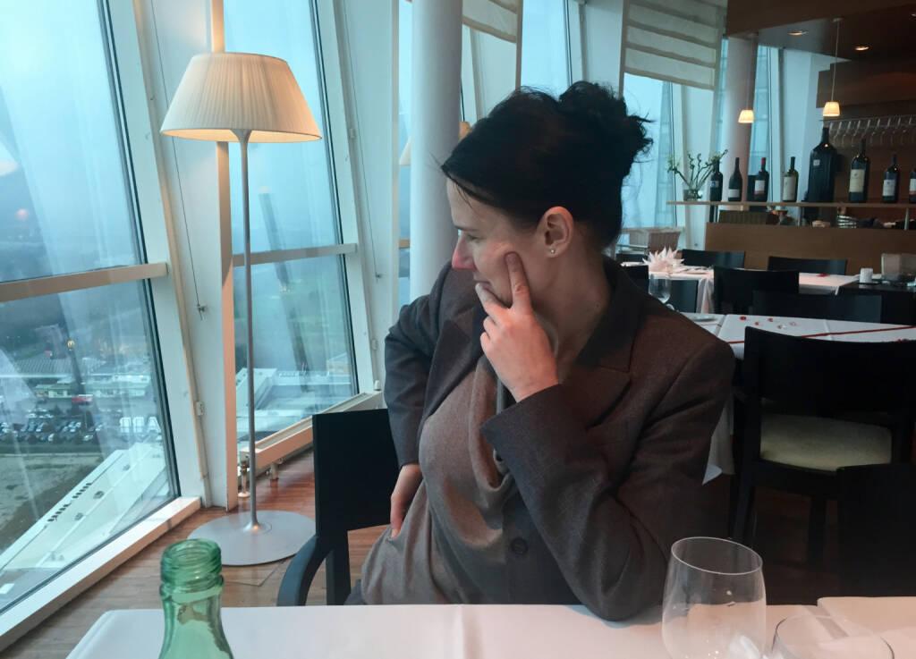Mit Ex-Kollegin Bettina Schragl, Immofinanz, im Das Turm am Wienerberg. Blick auf Wien und Fensterputzer bzw. ein Highlight nicht nur auf Grund der Höhe der Location (25.11.2014)