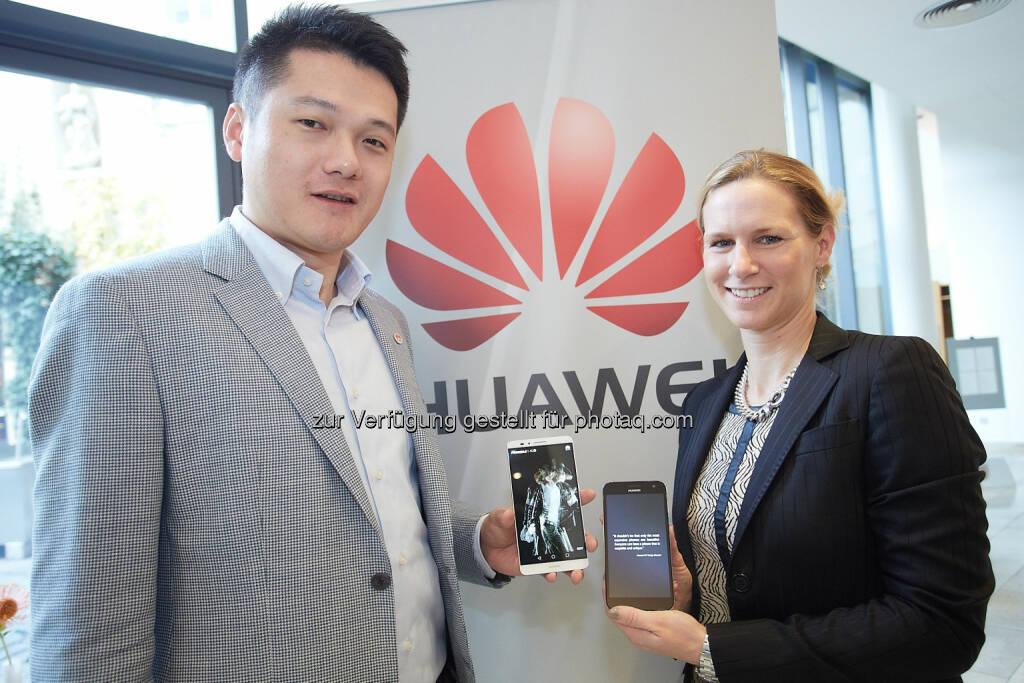 Jay Peng, Managing Director Huawei Österreich und Catharina Rieder, PR & Communications Huawei Österreich, präsentieren das neue Huawei Ascend Mate 7, das ab sofort in Österreich erhältlich ist © Huawei, © Aussender (26.11.2014)