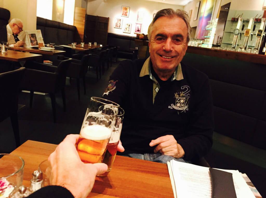 Prost mit Hans Huber auf den Runplugged Business Athlete Award 2014 presented by KTM. Am 1. 12. ist es soweit. Huber wird moderieren, wir haben uns heute noch über den Ablauf unterhalten ... (26.11.2014)