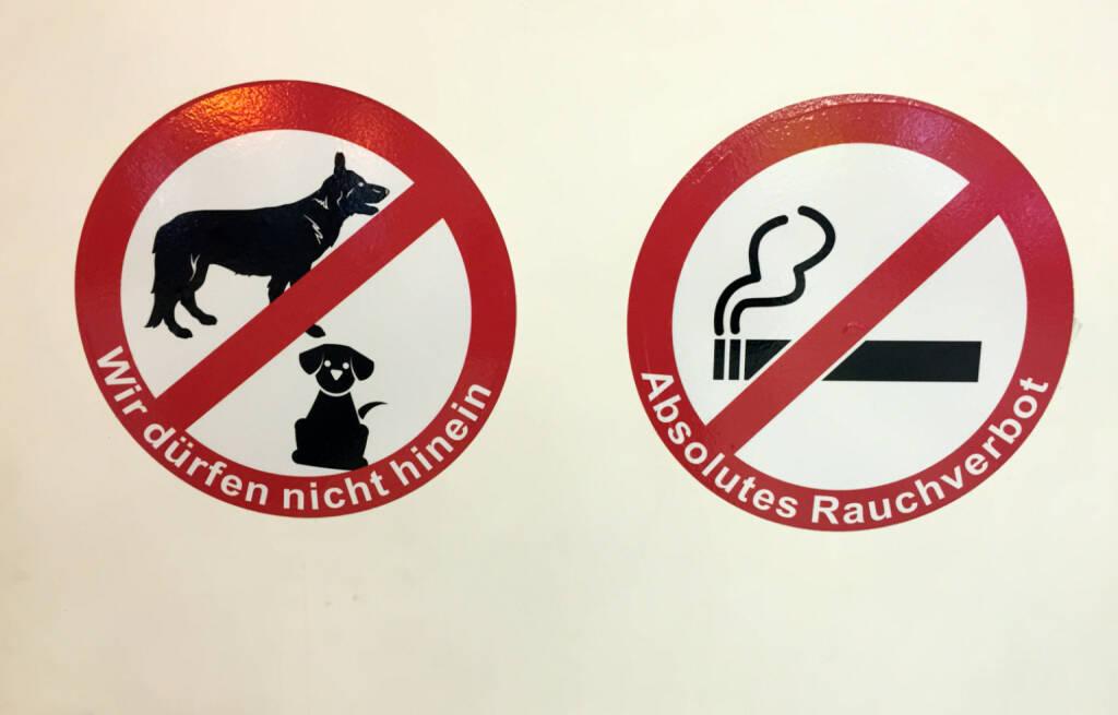 Verbot Wir dürfen nicht hinein Absolutes Rauchverbot, © diverse Handypics mit freundlicher Genehmigung von photaq.com-Freunden (29.11.2014)