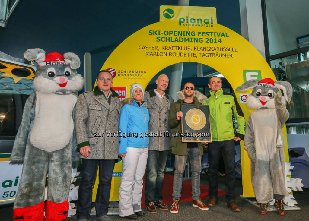 Planai GF Georg Bliem, Hansjörg Stocker (TV Schladming-Rohrmoos) und BM Jürgen Winter Marlon Roudette: Planai-Hochwurzen-Bahnen GmbH: Party hoch 5 auf der Planai, © Aussendung (29.11.2014)
