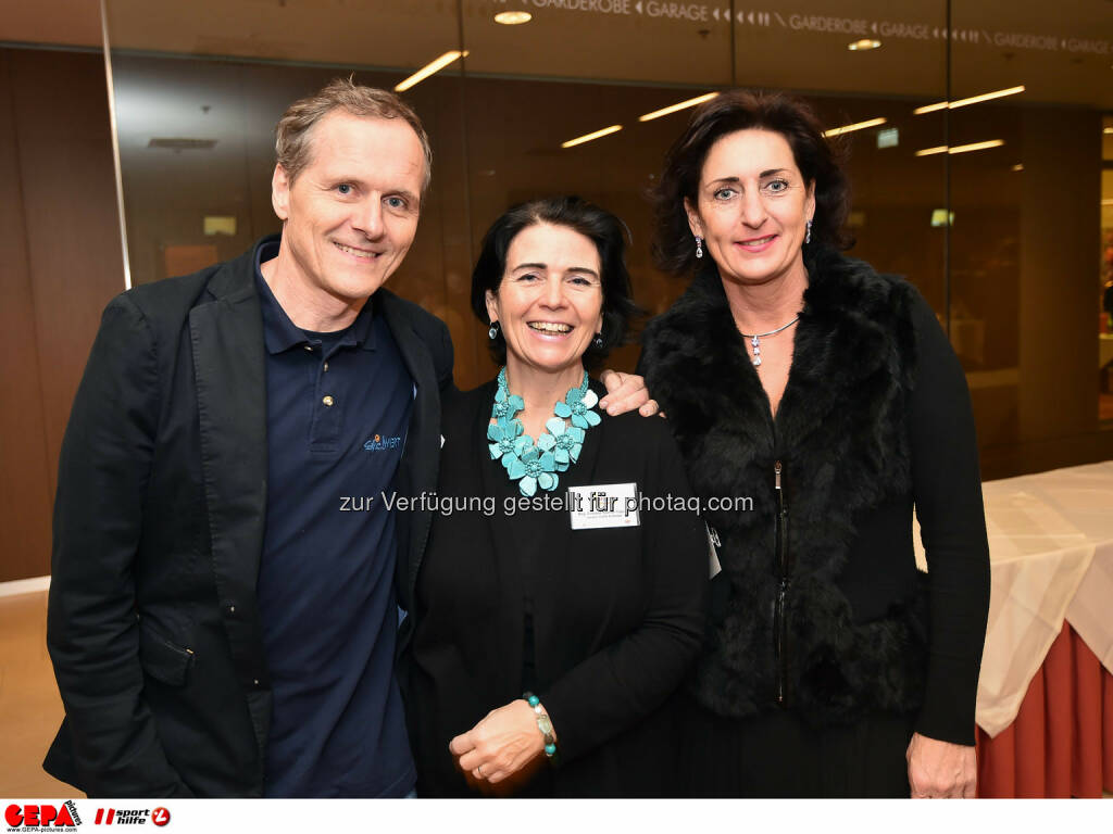 Paul and Evelyne Sacher-Toporek und Jana Kubala. (Photo: GEPA pictures/ Martin Hoermandinger) (02.12.2014)