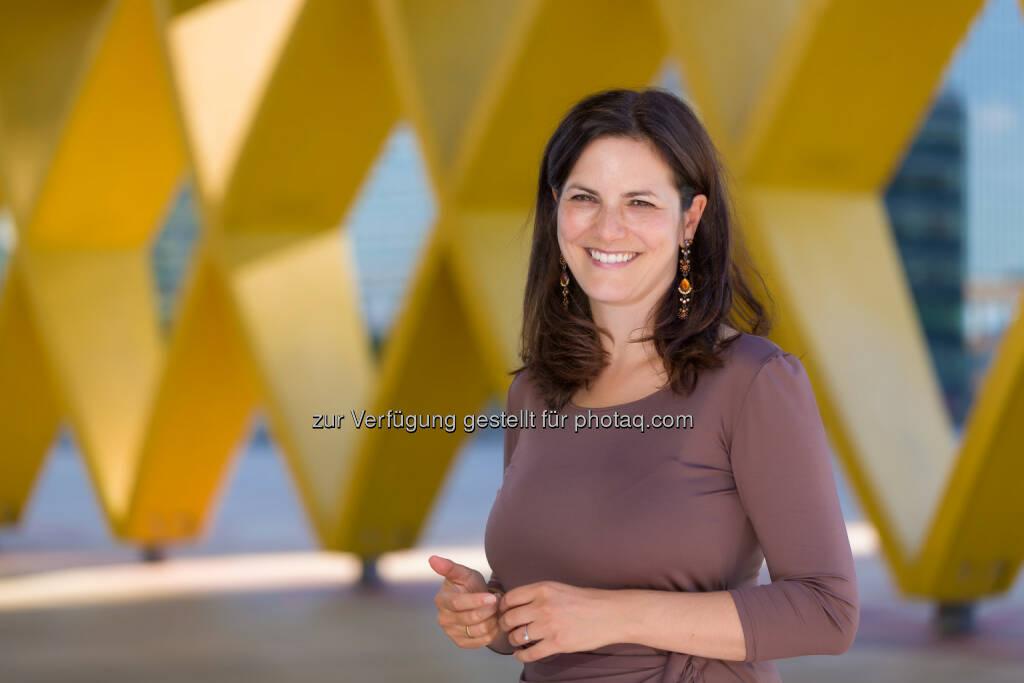 Susanne Baumann-Söllner, Direktorin des Austria Center Vienna: Der größte Saal im Austria Center Vienna erstrahlt in neuem Licht, © Aussender (03.12.2014)