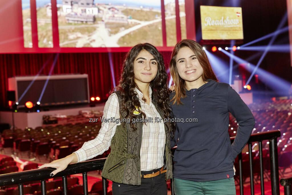 Fatma Yildiz und Mine Yildirim aus der BHAK Wien 11, © Lidl Österreich (04.12.2014)