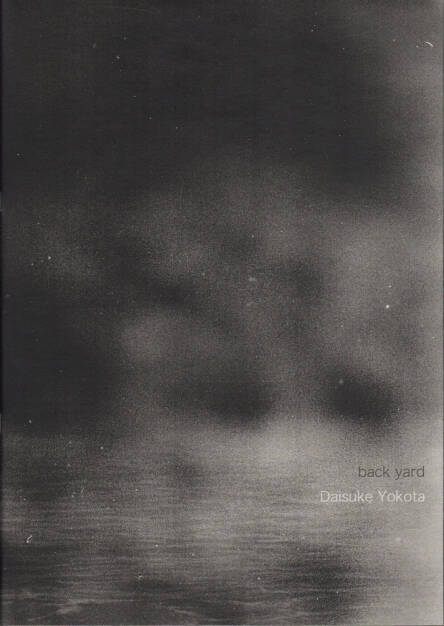 Daisuke Yokota - Back Yard (2011), 350-450, http://josefchladek.com/book/daisuke_yokota_-_back_yard (08.12.2014)