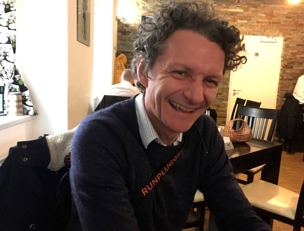 Andreas Posavac, Ipreo, mit dem Runplugged-Laufgurt (11.12.2014)