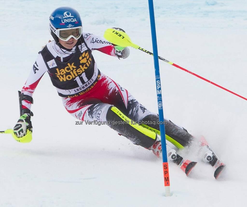 Uniqa: Bernadette, lass es beim Slalom um 9:30 Uhr in Aare ordentlich krachen! Wir halten dir die Daumen. :)  Source: http://facebook.com/uniqa.at, © Aussendung (13.12.2014)