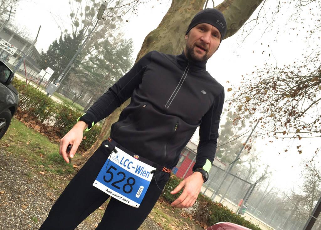 Stefan Kratzsch, Deutsche Bank, mit dem Runplugged-Laufgurt (15.12.2014)
