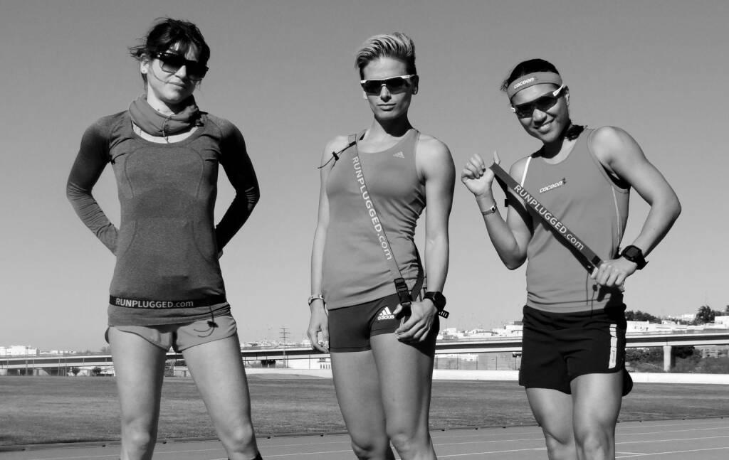 Isabelle Heers, Elisabeth Niedereder, Annabelle-Mary Konczer mit den Runplugged-Laufgurten, mehr Gurte-Fotos unter http://photaq.com/page/index/1641 (03.01.2015)
