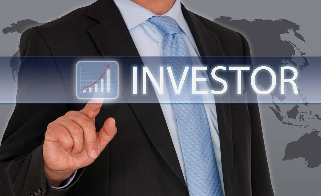 Investor - Businessman mit Touchscreen und Chart, http://www.shutterstock.com/de/pic-242994070/stock-photo-investor-businessman-with-touchscreen-and-chart.html, © www.shutterstock.com (13.01.2015)