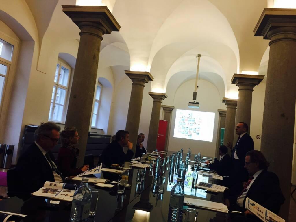 Als Beirat des Zertifikate Forum Austria beim Zertifikate-Jahresauftakt in der Wiener Börse dabei, hier ein Handypic aus der Säulenhalle, war eine tolle Veranstaltung (15.01.2015)