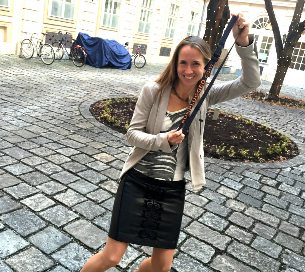 Martina Beran, Zertifikate Forum Austria, mit dem Runplugged-Laufgurt (15.01.2015)