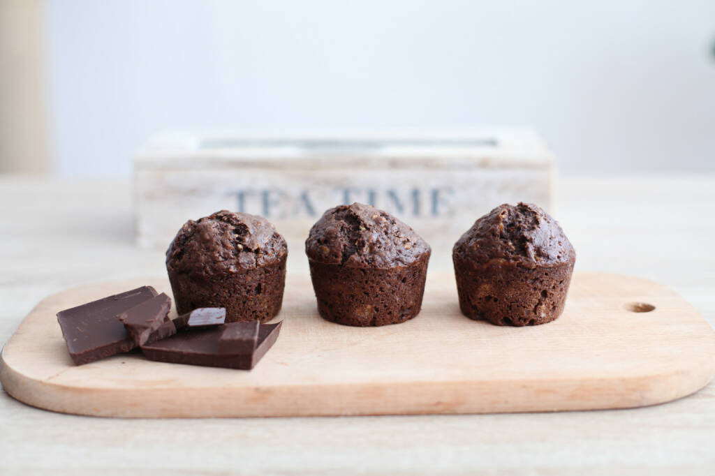 Muffins, Muffin, Schokolade http://www.shutterstock.com/de/pic-244675369/stock-photo-chocolate-muffins-on-wooden-board-tea-time.html, © www.shutterstock.com (18.01.2015)