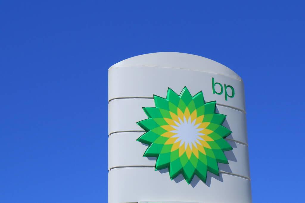 BP, British Petrol, Logo, Tankstelle <a href=http://www.shutterstock.com/gallery-1778405p1.html?cr=00&pl=edit-00>TK Kurikawa</a> / <a href=http://www.shutterstock.com/editorial?cr=00&pl=edit-00>Shutterstock.com</a>, © www.shutterstock.com (20.01.2015)
