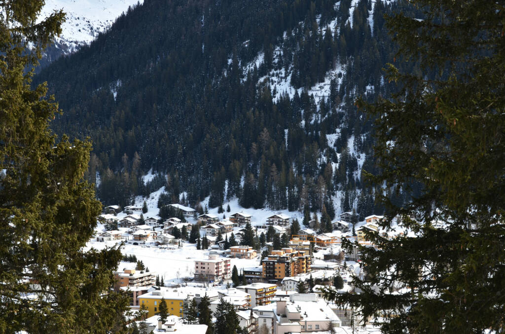 Davos, Schweiz, Winter - http://www.shutterstock.com/de/pic-245283289/stock-photo-winter-view-of-davos-famous-swiss-skiing-resort.html, © www.shutterstock.com (20.01.2015)
