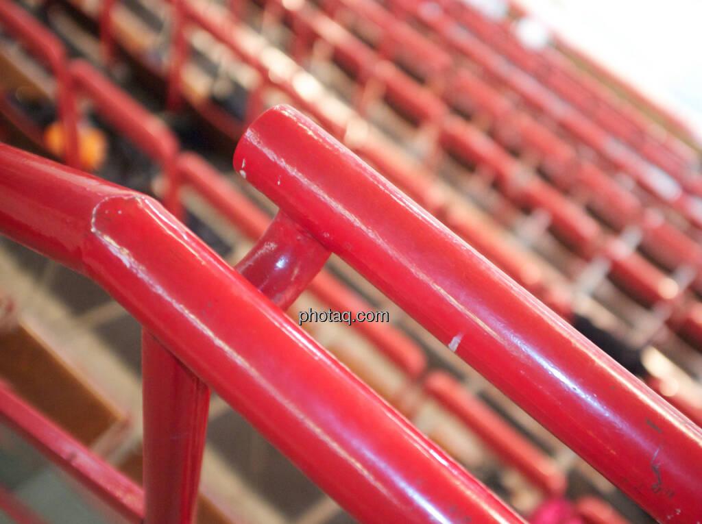 Geländer rot, © photaq/runplugged (24.01.2015)