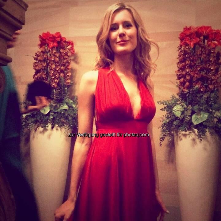 Claudia Gamon (Neos) mal in Rot statt Pink beim Techniker Cercle 2015, mehr unter http://photaq.com/search/gamon