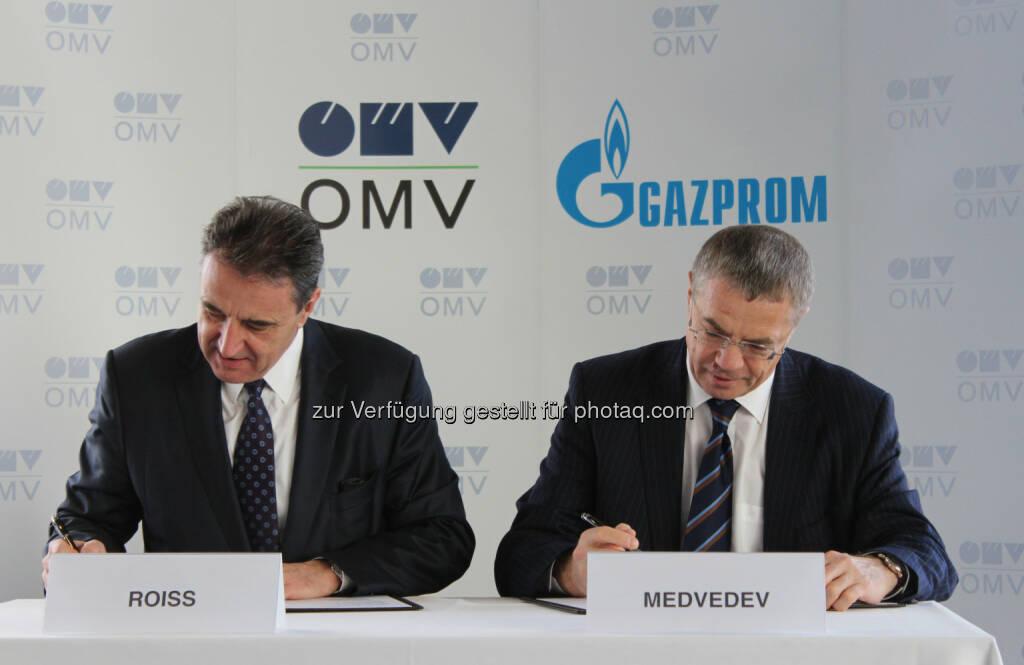 OMV Generaldirektor Gerhard Roiss (li.) und Gazprom Deputy Chairman Alexander Medvedev - OAO Gazprom und OMV unterzeichnen Anpassung für Gaslieferungen, wichtiger Schritt für weiterhin zuverlässige Gaslieferungen nach Österreich (Bild: OMV) , © Aussendung (28.01.2015)