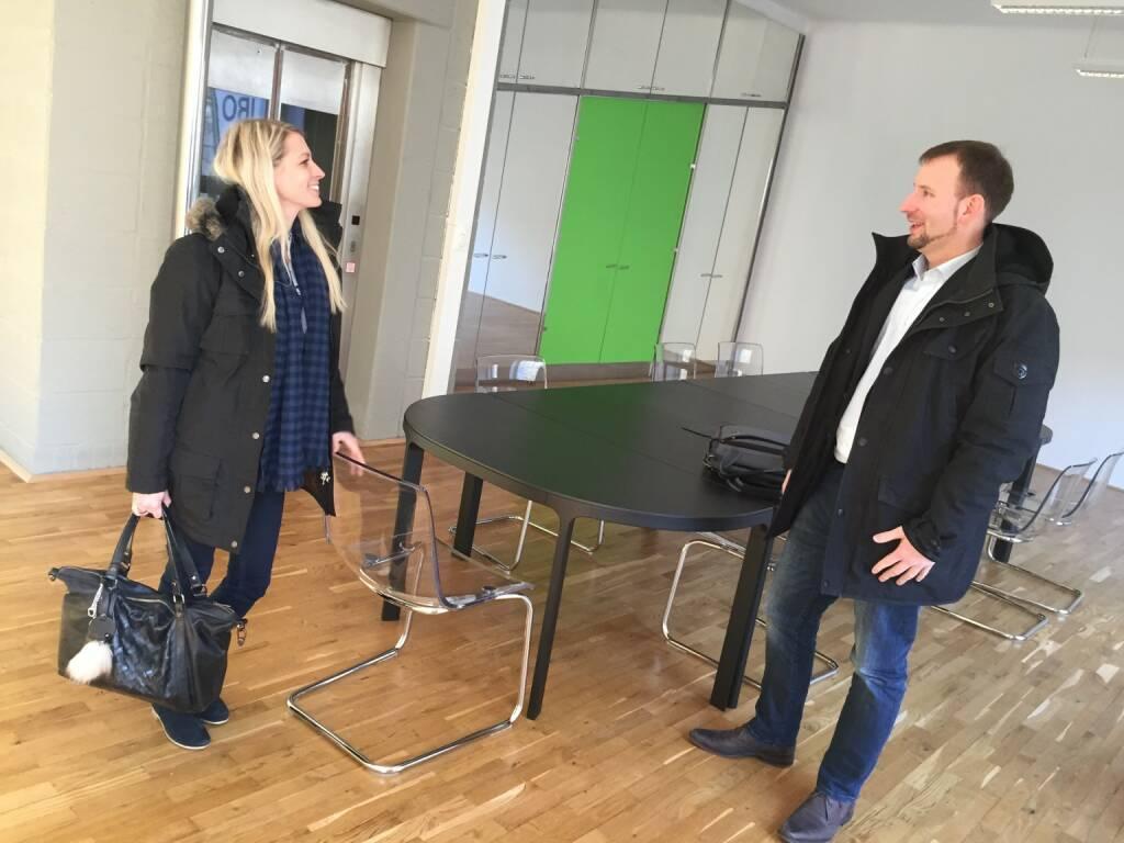 Nina Bergmann, Lars Merle: Die beiden finanzen.net - Manager beim Aufbruch nach mehrstündigem Brainstormen. Siehe auch http://www.photaq.com/search/bergmann (03.02.2015)