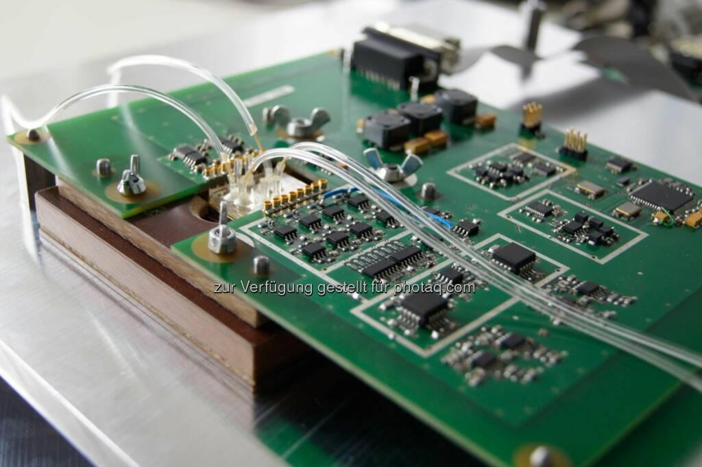 Forscher von Siemens Österreich haben in Zusammenarbeit mit dem Austrian Institute of Technology (AIT) eine Analyseplattform entwickelt, die Zellreaktionen direkt am Chip misst. Copyright: Siemens , © Aussendung (05.02.2015)