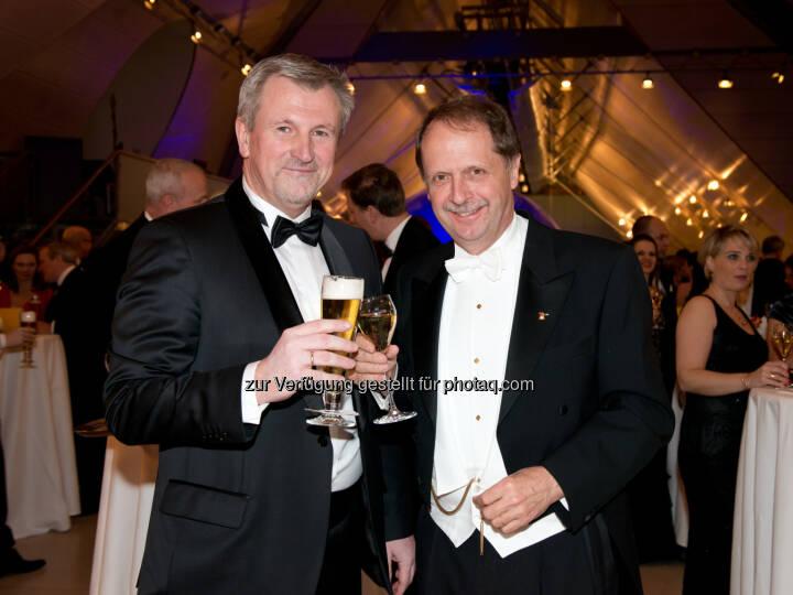Brau Union Österreich Generaldirektor Markus Liebl und Geschäftsführer Walter Wallner von Schlumberger/Top Spirit: Brau Union Österreich AG: Bierige Erfrischung am 58. Ball der Wiener Kaffeesieder