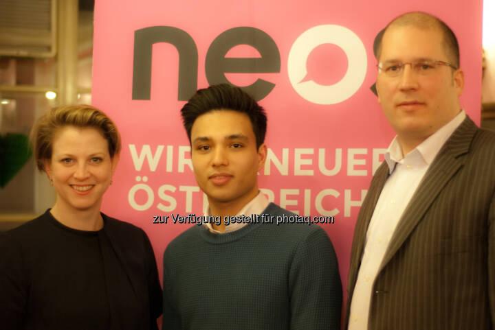 Neos Landessprecherin Beate Meinl-Reisinger mit den ersten Spitzennkandidaten für die Bezirksratswahlen: Yannick Shetty, 8. Bezirk, und Gregor Raidl, 1. Bezirk