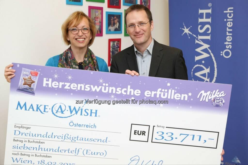 Doris Regele (Präsidentin der Make-A-Wish Foundation® Österreich), Andreas Kutil (Managing Director Mondelez Österreich): Mondelez Österreich: Fast 34.000 Euro für die Make-a-wish foundation, © Aussender (19.02.2015)