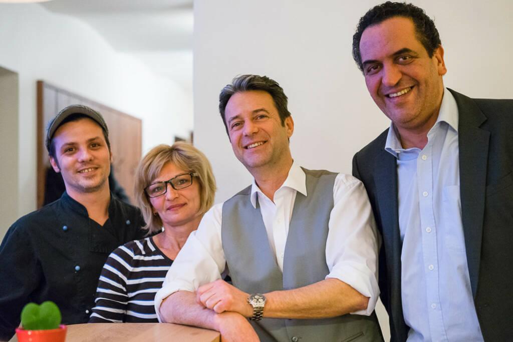 Gasthaus Börse eröffnete am 9.2. in 1010 Wien: Küchenchef David Hübl, Milota Csüriova, Serviceleiter Werner Stoll und Wirt Soufian Tabib - http://www.gasthausboerse.at (19.02.2015)