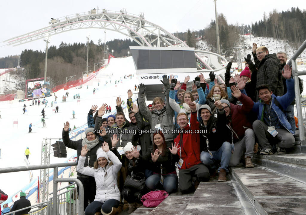 26 voestalpine-Lehrlinge drückten beim Teambewerb den österreichischen Skiläufern die Daumen. Die Lehrlinge verfolgten das Rennen aus dem voestalpine skygate und jubelten über die erste Goldmedaille für Österreich http://voestalpine-wm-blog.at/2013/02/14/voestalpine-lehrlinge-feiern-erste-osterreichische-goldmedaille/#.UR4-sY7aK_Q, &copy; <a href=