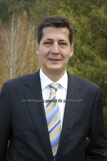 Thomas Lorünser: Die Firma Ledon Lamp GmbH, ein 2009 gegründetes Start-up-Unternehmen der Zumtobel Gruppe für LED-Lampen für Endverbraucher, hat sich auf eigene Füße gestellt. Rückwirkend zum 01. November 2012 hat der Vorarlberger Unternehmer Thomas Lorünser alle Anteile der Gesellschaft übernommen (c) Aussendung (18.02.2013)