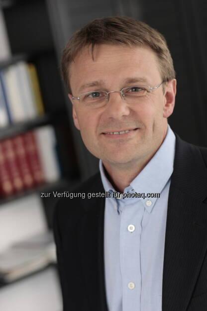 Ledon-Geschäftsführer Detlef Mikulsky: Die Firma Ledon Lamp GmbH, ein 2009 gegründetes Start-up-Unternehmen der Zumtobel Gruppe für LED-Lampen für Endverbraucher, hat sich auf eigene Füße gestellt. Rückwirkend zum 01. November 2012 hat der Vorarlberger Unternehmer Thomas Lorünser alle Anteile der Gesellschaft übernommen (c) Aussendung (18.02.2013)